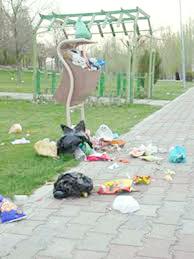 کمبود سطلهای زباله  در معابر پرتردد شهر کرج